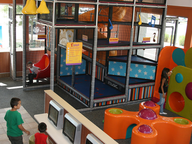 PLAYTIME-Restaurant-McDonalds-PlayPlace-Entertainment-940x627