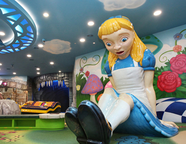 LOTTE-WORLD-Alice-In-Wonderland-660x660