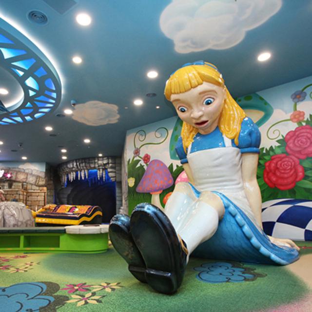 LOTTE-WORLD-Alice-In-Wonderland-660x660