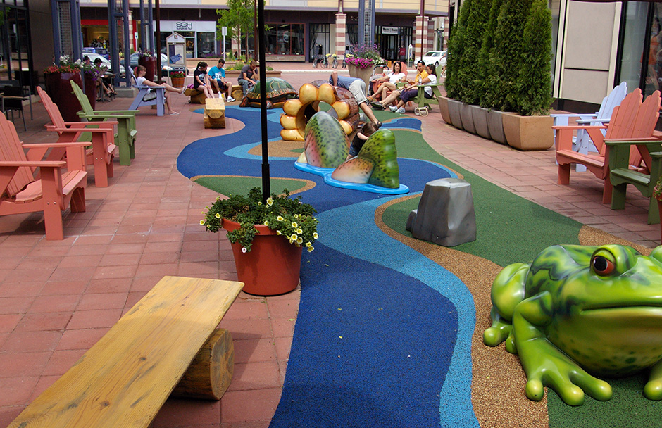 Outdoor mall play area