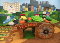 Vegetable wagon play element