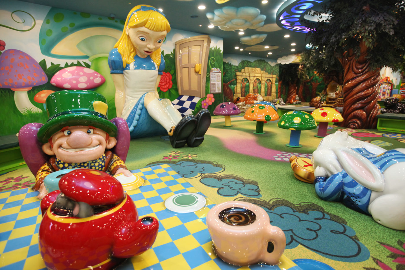 alice in wonderland theme by playtime at the lotte world kidstoria